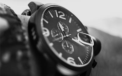 Smartwatch mit analogem Zifferblatt